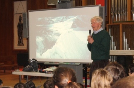 Everest Pioneer Offers Lessons in Perseverance and Teamwork
